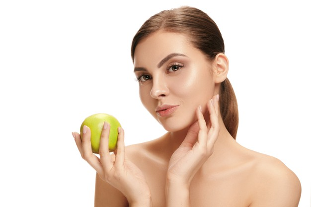 portrait-attractive-caucasian-smiling-woman-isolated-white-studio-background-with-green-apple-fruits-beauty-care-skin-treatment-health-spa-cosmetic-advertising-concept_155003-35397