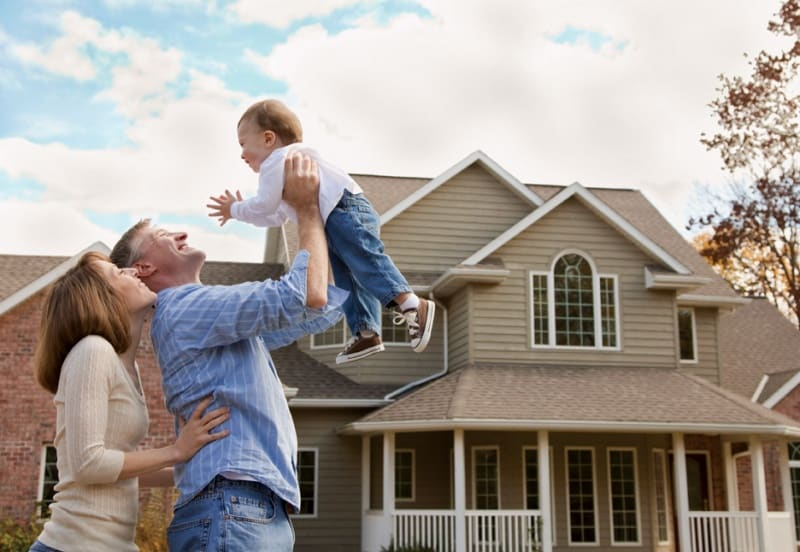 family buying a home12